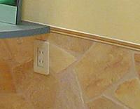 腰下の壁はヨーロッパの石畳。 ショップカラーにぴったりです。